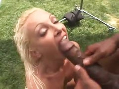 Skinny girl butt screwed by darksome outdoors